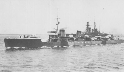 IJN_DD_Shiokaze_and_BC_Kongo_in_1924.jpg